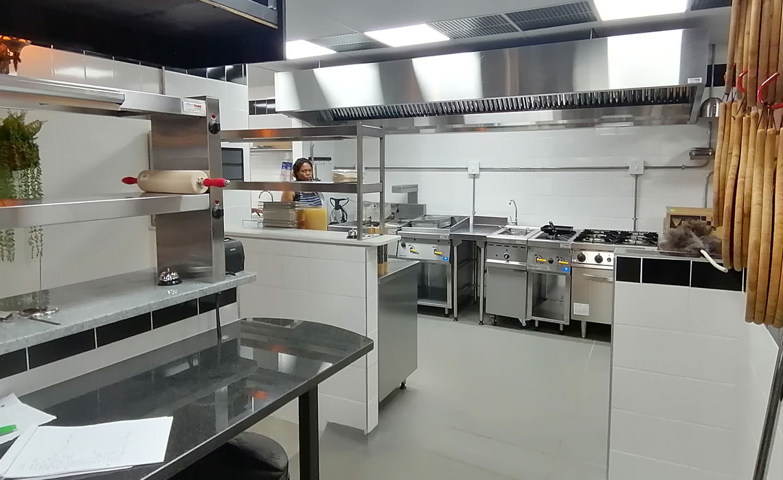 gusto-pasta-bar-catering-equipment 13