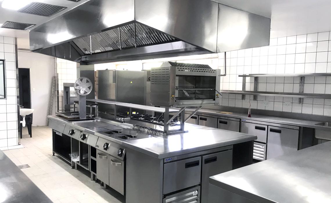 kruger-shalati-train-bridge-kitchen-installation 5