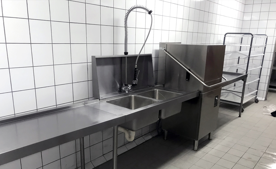 kruger-shalati-train-bridge-kitchen-installation 6