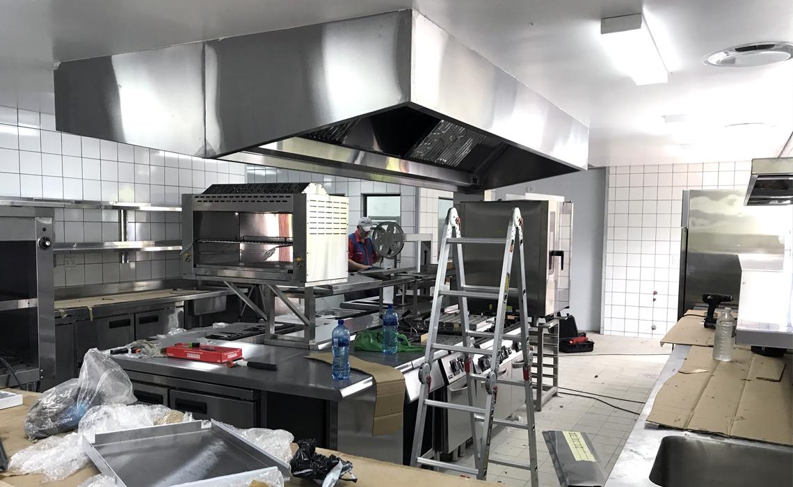 kruger-shalati-train-bridge-kitchen-installation 8