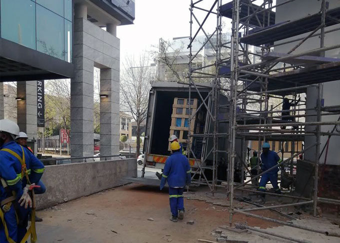 unloading-restaurant-equipment-restaurant-hotel-sky2