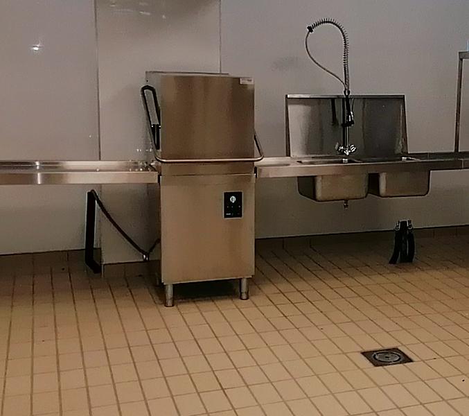 hood-type-dishwasher-dishes-restaurant 1