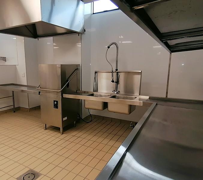 hood-type-dishwasher-dishes-restaurant 3