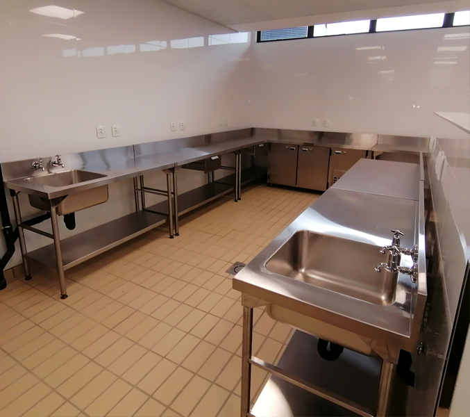 food-prep-area-refrigerated-counters 3