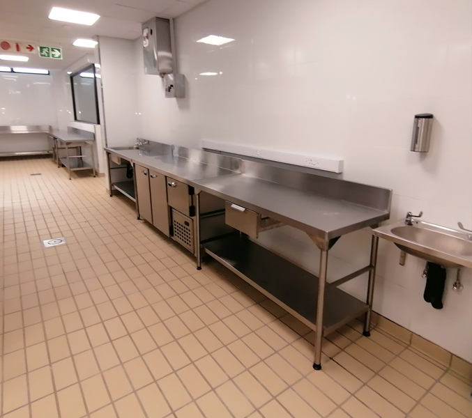 food-prep-area-refrigerated-counters 4